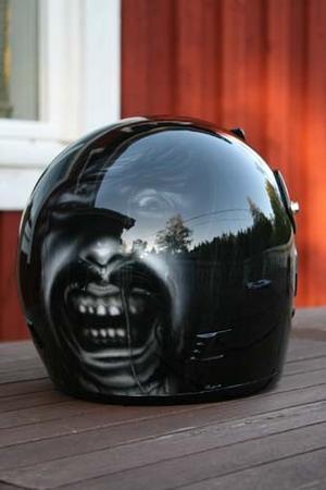 En motorcykel hjälm designade av Thomas Gusafsson