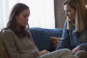 Femårige Jack (Jacob Tremblay) och hans unga mamma Joy (Brie Larson) lever helt avskärmade från omvärlden i ett isolerat rum.