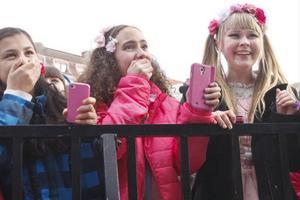 Ayda Jafari (Mörsil) och kusinerna Julia Prestberg (Järpen) och Tova Prestberg (Järpen) stod allra längst fram under Yohio-konserten.