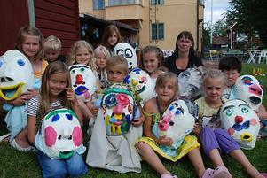 Här är hela gänget som förra veckan var på konstkollo i Leksand. Foto:StellaMarceta