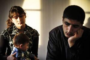 Det finns skilda åsikter om det över huvud taget via ett språktest går att avgöra var familjen Amer Beshir och Leyla Ibrahim kommer ifrån.