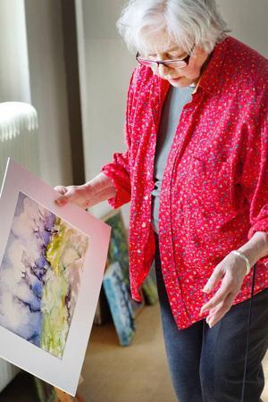 Träd är ett tema som kommer igen i hennes konstnärskap.