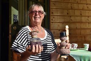 Ingrid har gjort en hel del stenfigurer genom åren, med runda stenar från Storviken.