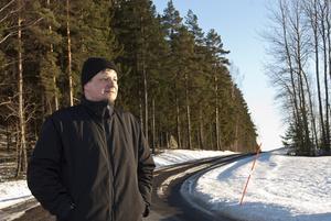 Hasse Meriläinen tar sin dagliga promenad. Till våren springer han i stället.