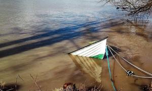Att båtar sjunker i samband med sjösättning är inte helt ovanligt.
