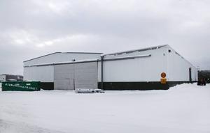 I de här lokalerna på Kabelvägen i industriområdet kommer det nya hyvleriet att slå upp portarna.