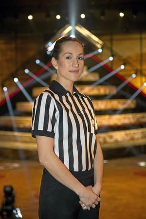 """Skinn på näsan. Rollen som domare har gjort Christina starkare som människa. Här som domare i """"Gladiatorerna""""."""