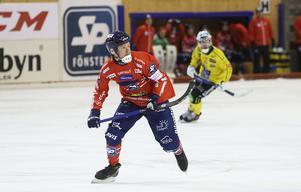 Jonas Edling visade vägen då Edsbyns kapten startade derbyt med ett hat-trick.