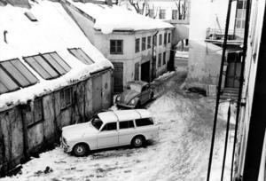 VINTERGÅRD. Innergården på Kärrlandet 2, fångad en vinterdag.