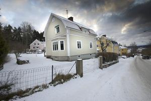 Huset från 1937 har fått en ansiktslyftning utvändigt, och totalrenovering invändigt.