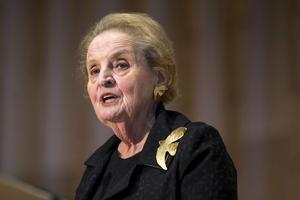 Den förra amerikanske utrikesministern Madeleine Albrights ord ringar in sveket svenska invandrarkvinnor upplever.