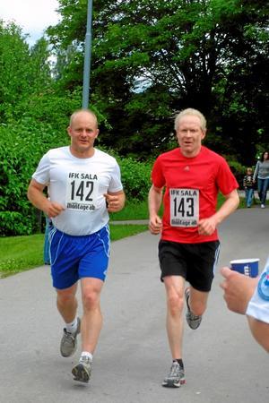Johan Lööv, Sätra IF, och Torbjörn Harring, Falun - tidigare Sala, ser ut att trivas.