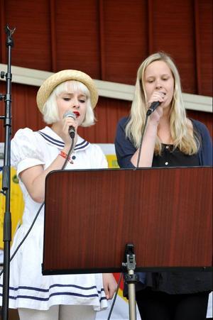 Gry och Karin sjöng vackra sånger.