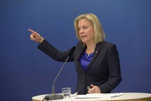 Finansminister Magdalena Andersson presenterar regeringens budgetpropositionen inför 2015 under en pressträff i Rosenbad.