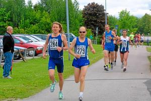 Jonas Lennestål, och Jesper Lindgren, IFK Sala, ledde Silvermaran de första kilometerna. Foto: Niclas Bergwall