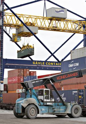 Containerterminalen i Fredrikskans invigdes 2006. Verksamheten går så bra att man redan håller på att slå i kapacitetstaket. Nu planeras en helt ny containerterminal vid Granudden.