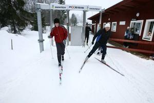Högbo Bruks satsning på en pay and ski-anläggning har inte burit sig ekonomiskt och nu diskuterar man att ta ut en mindre spåravgift av alla åkare.