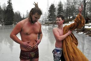 Till helgen ska Jim Nyberg och Svante Eriksson dels tävla i vintersimning i Skellefteå och dels hålla en workshop om sin andningsteknik FCR.