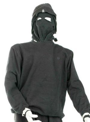 Kläder och rånarluvor som två av de misstänkta bar vid gripandena.