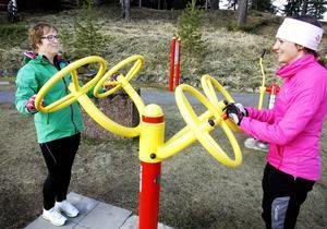 – Att man kan träna tillsammans är jättekul, tycker Lena Andersson (t.v.) som här rattar tillsammans Lina Gahlin.