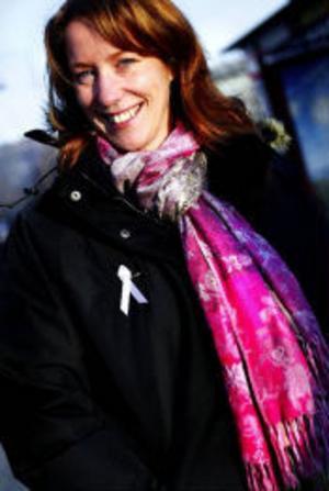 Tina Olofsson och hennes kompisar i Sundsvalls Volleybollklubb samlade in 104 560 till Cancerfonden. Pengar som går direkt till bröstcancerforskningen.