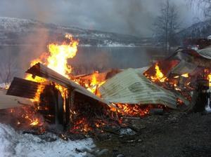 Branden tros ha startat i en bastu som vedeldades på torsdagskvällen.