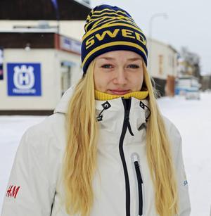 Emma Backén tog en tiondeplats i skiathlon under första dagen av JSM-veckan i Torsby.
