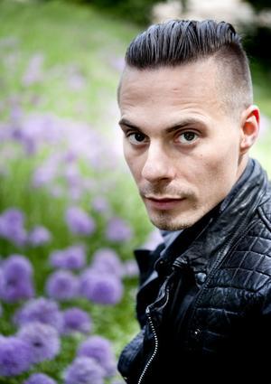 På solodebuten Vilja bli har Oskar Linnros skrivit och producerat allt själv: