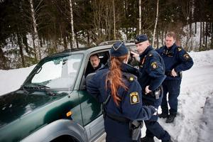 Under söndagsförmiddagen anlände polisens tekniker till fyndplatsen.