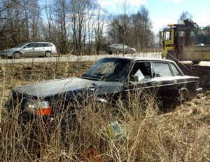 Den pågående kampanjen för att samla in skrotbilar är inriktad på bilar som skräpar ute i naturen. De är både förfulande och miljöfarliga.