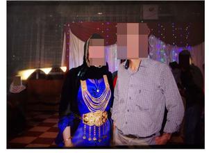 Jasminas föräldrar fotograferad på bröloppsfesten i Kurdistan.