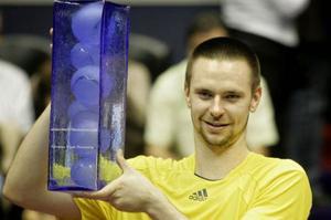 Robin Söderlings finalförbannelse är bruten. I går tog han hem segern i Lyons ATP-turnering.Foto: LAURENT CIPRIANI