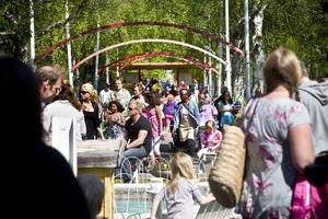 100-årsjubileum(?) och publikrekord. Det bara vällde in folk i parken på Barnens dag.