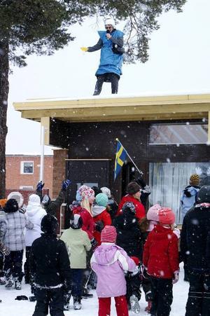 Den förtvivlade prins Arius kom från rymden och bad Lugnviksskolans elever om hjälp.        Foto: Seved Johansson