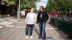 Christoffer Olsson, till vänster, har turnerat världen runt. Nu kommer han hem till Avesta.