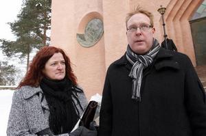 Kommunalråd Peter Kärnström med fru Maria.– Det går inte att säga hur mycket Inga betydde. Men man kan titta på hur många som är här i dag.