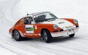 Mats Myrsell och kartläsaren Esko Junttila, SMK Hedemora, i sin Porsche 911 RS. Det här är det enda dalaekipaget i årets upplaga av Rally Sweden. Foto: Lars Ingvar Eriksson