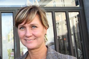 Elke Herbst är marknadschef på Kopparstaden och säger att det är en försvinnande liten del av bolagets lägenheter som går direkt till en ny hyresgäst utan att visas på Kopparstadens hemsida. Tjänsten heter näringslivsförtur.