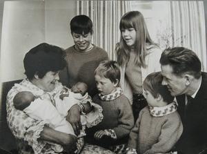 1968. Astrid föder ännu ett tvillingpar. Sista gången gillt.