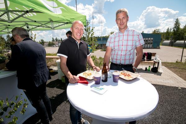 Jörgen Andersson, till höger, vd på Fagersta Motorforum om biogasmacken: