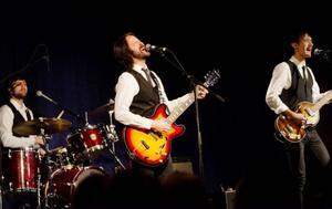 Sångaren Karl Martindahl, som slog igenom i dokussåpan Fame factory 2003-2004, agerar karismatisk frontfigur i bandet The Compleatles. Foto: Ulrika Andersson