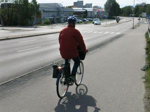 De flesta cyklister kommer nog att fortsätta använda gång- och cykelbanan längs Malmabergsgatan även efter årsskiftet.