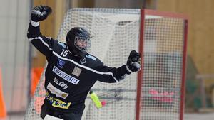 Adam Johansson fortsätter i Västanfors.