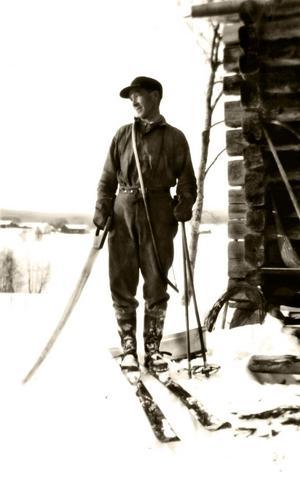 """SKIDPIONJÄREN. Johan Larsson började åka slalom i Kungsberg på 1920-talet och byggde """"Johans backe"""" på 30-talet."""