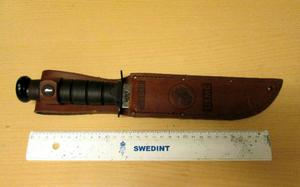 När 26-åringen greps bar han på både batongen och kniven som använts mot 19-åringen.