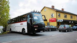 Bussgods kommer till Valsjöbua med dagens leverans av varor.