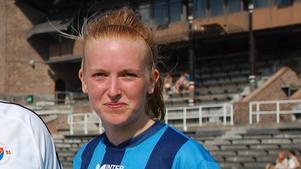 Elin Nilsson i Djurgårdens tröja på Stockholms stadion.