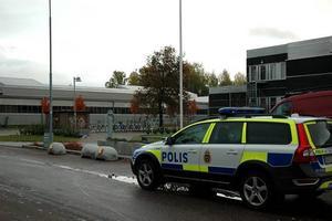 Tre förhördes av polis. Polis tillkallades till Bessemergymnasiet i Sandviken.