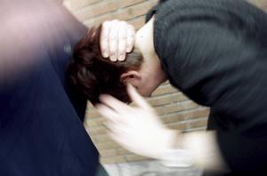 En kvinna greps misstänkt för grov misshandel i Hackås på onsdagskvällen.