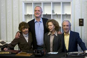 Prunella Scales, John Cleese, Connie Booth och Andrew Sachs, det gamla